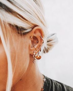 Trending Ear Piercing ideas for women. Ear Piercing Ideas and Piercing Unique Ear. Ear piercings can make you look totally different from the rest. Pretty Ear Piercings, Ear Peircings, Daith Piercing, Piercing Tattoo, Forward Helix Piercing, Cartilage Piercings, Tongue Piercings, Unique Piercings, Rook Piercing Jewelry