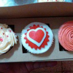 #sanvalentin #cupcakes #chocolate #vainilla #fondant #buttercream #hearts Fondant, Cupcakes, Chocolate, Photo And Video, Instagram, Vanilla, Cupcake Cakes, Chocolates, Gum Paste