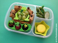 Green themed colour coded lunch - via Eats Amazing -