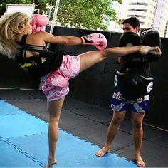 #kickboxing #muaythai #kick #girl #blonde #female #training #fitness #muaythaishorts #boxinggloves #strong