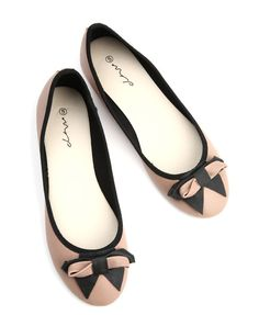 If youre a fan of comfy flat shoes then pumps are definitely for you! Check out these pretty pumps from Mr Price and grab a pair or two.....
