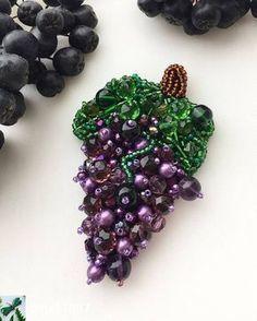 ― 「 from - Сочная,объёмная ,привлекающая взгляды брошь лоза винограда 🍇🍇🍇 Размер…」 Bead Embroidery Jewelry, Ribbon Embroidery, Bead Jewellery, Beaded Jewelry, Bead Crafts, Jewelry Crafts, Mode Rose, Lesage, Beaded Brooch