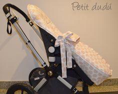 Saco de capazo de lunares para carro Stokke Xplory en color camel Petitdudu con bolso a juego  #bolso #stokke #saco #bebé