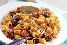 ''Htapodi me kofto makaronaki'' : Greek octapus stew with pasta.