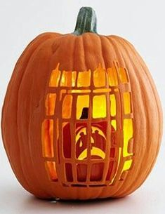 The Best Halloween Pumpkin Designs & Ideas for you! Greet trick-or-treaters have a creepy and fun Halloween with simple, easy-to-carve pumpkin ideas! Holidays Halloween, Halloween Treats, Halloween Pumpkins, Fall Halloween, Happy Halloween, Halloween Pumpkin Designs, Halloween Makeup, Halloween Lanterns, Halloween Labels
