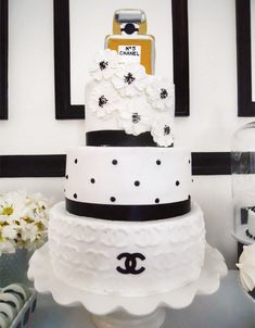 chic-coco-chanel-inspired-30th-birthday-cake-inspirations.jpg (600×770)