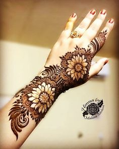 Simple Mehendi designs to kick start the ceremonial fun. If complex & elaborate henna patterns are a bit too much for you, then check out these simple Mehendi designs. Henna Hand Designs, Eid Mehndi Designs, Best Arabic Mehndi Designs, Mehndi Patterns, Wedding Mehndi Designs, Mehndi Design Images, Stylish Mehndi Designs, Beautiful Mehndi Design, Latest Mehndi Designs