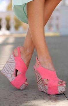 Gorgeous pink suede wedges fashion | @MissHollyxox
