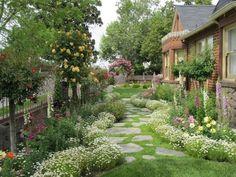 Stunning Front Yard Cottage Garden Landscaping Ideas 05