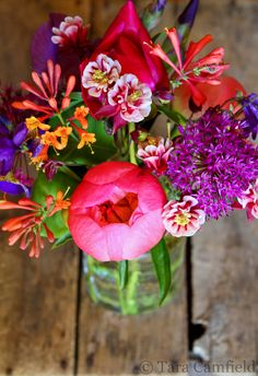 I really like the colours in this too, and the combination of different types and shapes of flowers