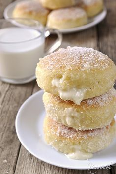 Baked donuts with cream / Cream-filled baked bomboloni Greek Sweets, Greek Desserts, Greek Recipes, Donut Recipes, Sweets Recipes, Cake Recipes, Cooking Recipes, Think Food, Cookies