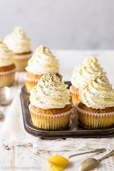 These delicious lemon poppy seed cupcakes taste like sunshine in cupcake form. Easy to make, super pretty, gluten free + vegan option. Köstliche Desserts, Gluten Free Desserts, Delicious Desserts, Dessert Recipes, Gluten Free Vegan Cupcakes, Healthy Cupcakes, Lemon Recipes, Baking Recipes, Sweet Recipes