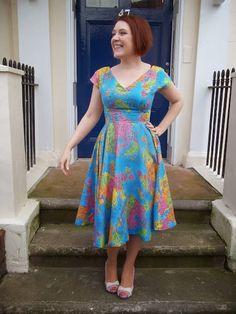 Ahh, so many inspiring frocks from Roisin Muldoon of Dolly Clackett. Definitely need this Anna+Circle Skirt+Atlas amazing-ness in my life!!