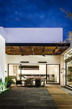 Pergola For Front Of House Wooden Pergola, Outdoor Pergola, Pergola Plans, Pergola Kits, Style At Home, Home Deco, Casa Patio, Design Exterior, Pergola Designs