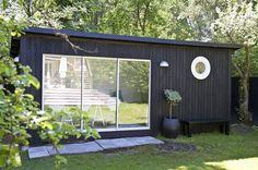 skulle vara fin som pool house eller gäststuga Garden Pods, Terrace Garden, Mini Cabins, Small Cabins, Shed To Tiny House, Hen House, Backyard House, Cubby Houses, Garden Office