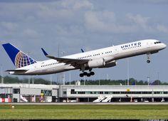 United Airlines N26123 Boeing 757-224