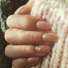 Beige nails with gold glitter