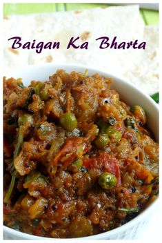 Baingan ka bharta Indian Snacks, Indian Food Recipes, Ethnic Recipes, Vegetarian Curry, Vegetarian Recipes, Eggplant Curry, Tomato Curry, Chapati, Eggplant Recipes