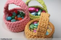 These mini crocheted Easter baskets are idea for holding jelly beans and foil eggs (from CraftSanity)