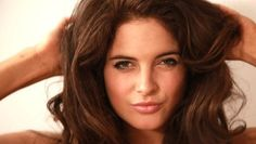 In this episode of Binky's Boutique reality TV star Binky Felstead shows you how to get a flawless, glowing makeup look so you can look like you just walked off the set of Made In Chelsea.