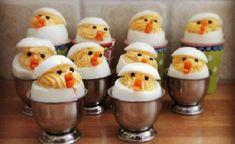 Of het nu Pasen is of gewoon een heerlijke zondagsbrunch, gevulde eieren kunnen eigenlijk altijd wel. Sommige mensen vinden bepaalde gevulde eieren niet lekker maar daarom bestaan er gelukkig genoeg recepten. Eieren zijn hoog in eiwit en kunnen gevuld worden met gezonde dingen. Hierdoor passen gevulde eitjes vaak ook perfect in een proteine dieet. Deze recepten …