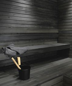 Untreated sauna benches and panel walls can be blackened using the Supi Sauna Wax by Tikkurila. This water-soluble solution with natural wax is colourless but it can be tinted black. Spa Sauna, Sauna Shower, Sauna Steam Room, Sauna Room, Modern Saunas, Piscina Spa, Spa Food, Outdoor Sauna, Sauna Design