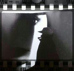 "Commissario Maigret ""Negativo...Commissario Maigret"" #CopertineInesistenti design Toto Dinoi /#SmartphoneArt #ArteDigitale"