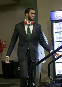 Who says you can't rock bright colors this fall? San Francisco 49ers quarterback Colin Kaepernick shows off how to subtly include pops of color in your formal look. (AP Photo/Marcio Jose Sanchez)
