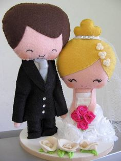 Bride and groom cake topper Bride And Groom Cake Toppers, Wedding Cake Toppers, Wedding Cakes, Wedding Doll, Arte Popular, Felt Crafts, Hello Kitty, Create, Pattern
