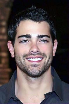 Bello moreno Scruffy Men, Hairy Men, Bearded Men, Beautiful Men Faces, Gorgeous Men, Jesse Metcalfe, Short Beard, Awesome Beards, Handsome Faces