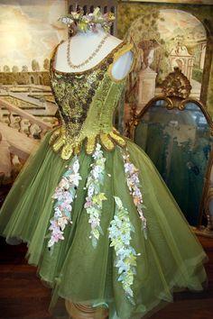 Corsetto 1700 e  gonna tulle con applicazioni foglie in velluto  by Scatola Magica