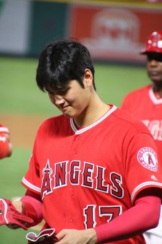 """マキペ📷 on Twitter: """"顔を上げて 戻って来てくれて 嬉しかった 少し 笑顔も☺︎ 大谷翔平選手 2018/07/28 @エンゼルスタジアム… """" Angels Baseball, Baseball Boys, The Outfield, In This Moment, Twitter, Sports, Baby, Hs Sports, Baby Humor"""