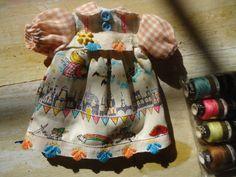 blythe peter pan dress and gift por sandraohh en Etsy, $20.00