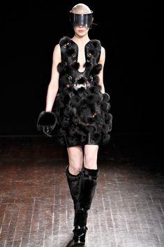 Alexander McQueen Fall 2012 Ready-to-Wear Collection Photos - Vogue