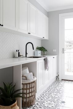 Laundry Room Tile, White Laundry Rooms, Modern Laundry Rooms, Laundry Room Layouts, Laundry Room Remodel, Small Laundry, Laundry In Kitchen, Hamptons Style Decor, Hamptons Kitchen