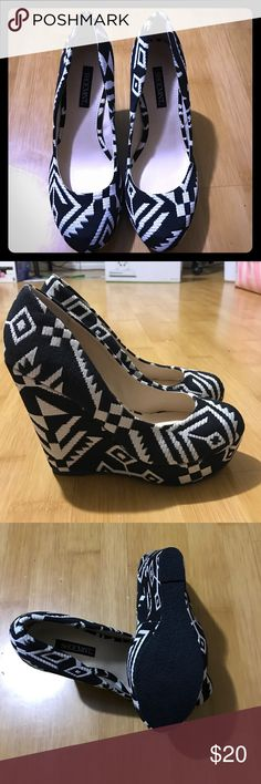 Black and White Platform Heels Size 6. Never been worn. From Shoemint, a shoe subscription company Shoemint Shoes Wedges