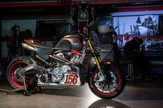 With the Pikes Peak International Hill Climb just around the bend, Victory Motorcycles unveiled the final version of its hand-built prototype sportbike that is set to debut at the infamous road race and could give US spectators something to cheers about.