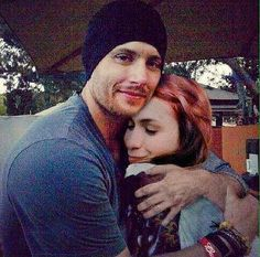 #NOT Jensen and Felicia Day - this is a bad manip. Look at the left arm coming around her-- that arm is in a long sleeved, rolled up shirt. Also, this picture of him is from his day at the Renaissance Faire.