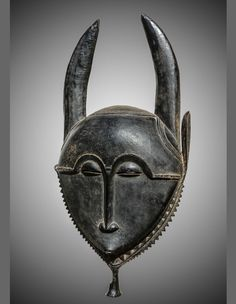 Masque  Yaouré, Côte d'Ivoire XIXe siècle Bois H. : 42 cm Provenance : Roger Bédiat ; George Stoecklin ; Patrick Girard ; collection privée française. © photo : O. Castellano