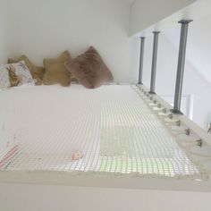 A hammock floor will allow you to create additional living space, with a contemporary design that will allow you to preserve natural light. Hammock Netting, Diy Hammock, Indoor Hammock, Relax, Hangout Room, Bed Wall, New Room, Ideal Home, Living Spaces