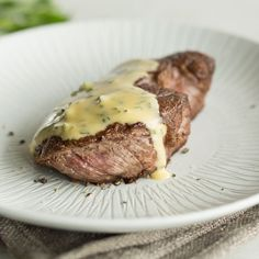 8 Saucen, die wirklich jeder Hobbykoch meistern sollte 8 sauces that really every amateur cook should master How To Cook Beef, How To Cook Eggs, Bernaise Sauce, Frozen Steak, Salad Sauce, Cooking Spaghetti, Spaghetti Squash, Cuisines Design, Gourmet