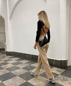 Fashion and Beauty - Moda via - Art and Life Community Urban Outfitters Outfit, Mode Outfits, Trendy Outfits, Fashion Outfits, Womens Fashion, Party Fashion, Fall Outfits, Fashion Shoes, Chic Summer Outfits