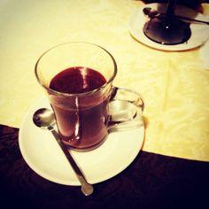 Twitter / @Ainara Garcia: Después de todo el día bajo la lluvia, en Piacenza nos ponen un chocolate de mueeerte!
