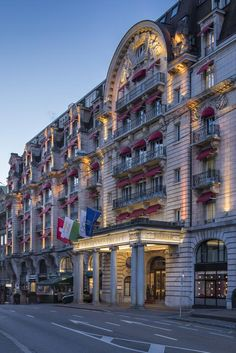 Five star hotel in the city centre of Lausanne, Switzerland with an indoor pool, a spa and 4 restaurants and bars. Lausanne, Switzerland Hotels, Lake Geneva, Five Star Hotel, Best Hotels, Luxury Hotels, Grand Hotel, Palace, Europe