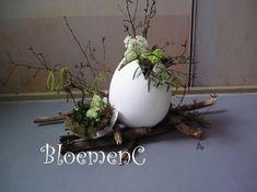 ♥ ~ ♥ Spring into Easter ♥ ~ ♥ Deco Floral, Arte Floral, Egg Crafts, Easter Crafts, Easter Tree, Easter Eggs, Flower Centerpieces, Flower Decorations, Corporate Flowers