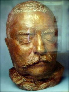 Theodore Roosevelt Faces of Death: These 46 Eerie Death Masks Capture the Final Hour of Real Historical Faces American Presidents, American History, Post Mortem Photography, Effigy, Interesting History, Memento Mori, Famous Faces, Macabre, Historical Photos