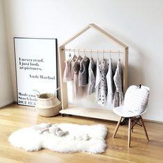 Вдохновляющие идеи хранения одежды в детской комнате фото 06