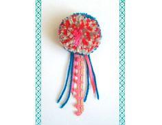 毛糸のぽんぽんコサージュ。カラフルなお花ぽんぽんに、リボンと玉ブレードをプラスしてちょっとよそ行き気分。コサージュピンで簡単につけられます。お洋服に、ストール...|ハンドメイド、手作り、手仕事品の通販・販売・購入ならCreema。