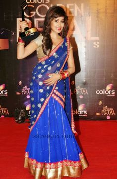 Tina_dutta_half_saree_Golden_petal_awards_2013