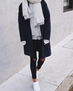 Outfits Winter blue coat for winter, striped shirt and ripped jeans, sneakers P Casual Fall Outfits, Fall Winter Outfits, Autumn Winter Fashion, Women's Casual, Winter Ootd, Casual Winter, Winter Style, Summer Outfits, Winter Chic